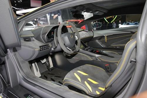 Lamborghini Centenario chính thức xuất hiện với giá bán 1,9 triệu USD ảnh 1