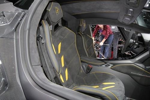 Lamborghini Centenario chính thức xuất hiện với giá bán 1,9 triệu USD ảnh 3