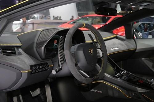 Lamborghini Centenario chính thức xuất hiện với giá bán 1,9 triệu USD ảnh 2
