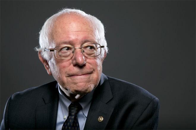 """<b>Bernie Sanders</b><br> <br> Giá trị tài sản ròng của Bernie Sanders, thượng nghị sỹ bang Vermont, được hãng nghiên cứu Wealth-X ước tính đạt khoảng 500.000 USD vào thời điểm tháng 6/2015. <br> <br> Business Insider cho biết, vào thập niên 1970, Sanders từng làm nhiều công việc khác nhau. Thậm chí, có thời điểm, ông phải nhận trợ cấp thất nghiệp và sống một cuộc sống khá khó khăn.<br> <br> """"Nhà ông ấy thường xuyên mất điện. Tôi nhớ là ông ấy phải nối dây điện xuống tận tầng hầm. Ông ấy không đủ tiền để trả các hóa đơn"""", một người hàng xóm cũ của Sanders kể."""