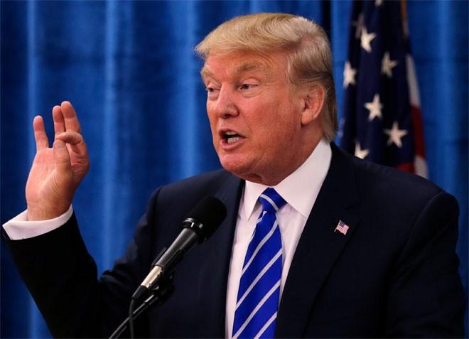 """<b>Donald Trump</b><br> <br> Wealth-X cho rằng giá trị tài sản ròng của Donald Trump tính đến tháng 6/2015 là 4,5 tỷ USD.<br> <br> Phần lớn tài sản của Trump xuất phát từ lĩnh vực bất động sản. Ông cũng kiếm """"đậm"""" từ chương trình truyền hình thực tế """"The Apprentice"""".<br> <br> Trump cho rằng tài sản của ông phải lên tới 10 tỷ USD. """"Hãy tin tôi đi, tôi bắt đầu với 1 triệu USD. Và tôi đã xây dựng được một công ty trị giá 10 tỷ USD"""", Trump từng nói."""
