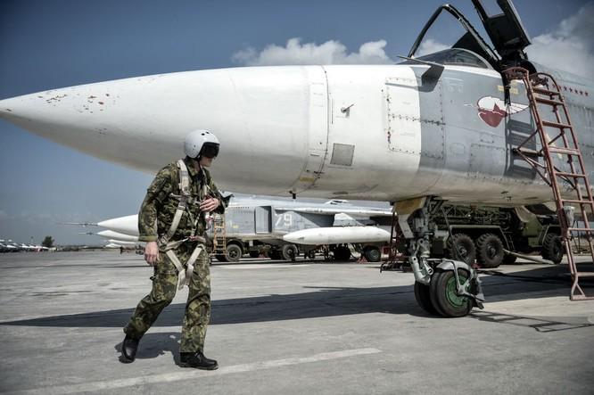 Ngày làm việc của các phi công Nga ở căn cứ không quân Hmeymim ảnh 1