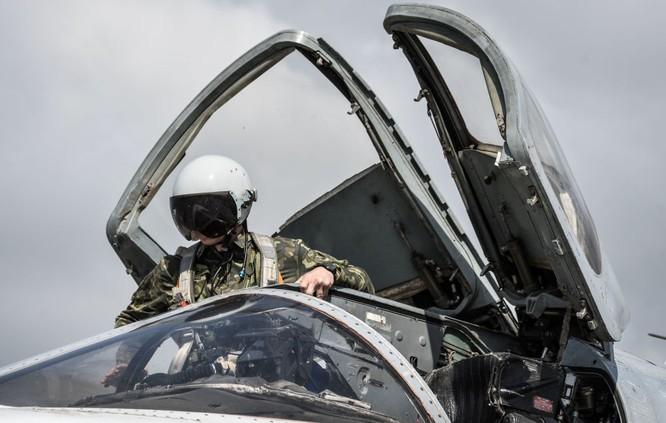 Ngày làm việc của các phi công Nga ở căn cứ không quân Hmeymim ảnh 6