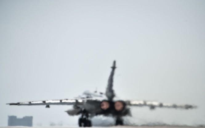 Ngày làm việc của các phi công Nga ở căn cứ không quân Hmeymim ảnh 10