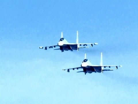 Phi đội Su-30MK2 của Việt Nam bay tuần biển tại quần đảo Trường Sa