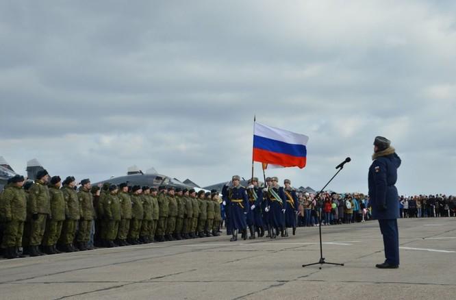 Phi công Nga trở về từ Syria được đón tiếp như những người hùng ảnh 5