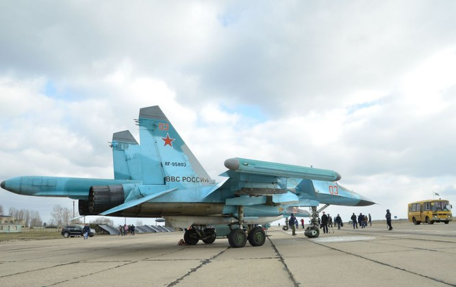 Phi công Nga trở về từ Syria được đón tiếp như những người hùng ảnh 7