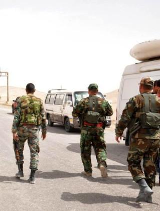 Video + Ảnh: Quân đội Syria đánh vào trung tâm thành phố Palmyra ảnh 1