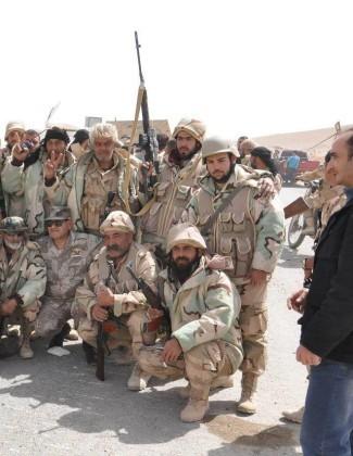 Video + Ảnh: Quân đội Syria đánh vào trung tâm thành phố Palmyra ảnh 2