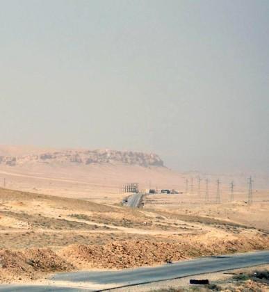 Video + Ảnh: Quân đội Syria đánh vào trung tâm thành phố Palmyra ảnh 6