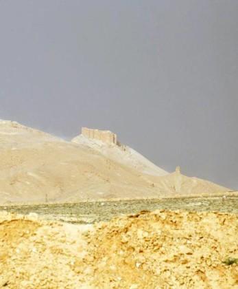 Video + Ảnh: Quân đội Syria đánh vào trung tâm thành phố Palmyra ảnh 12