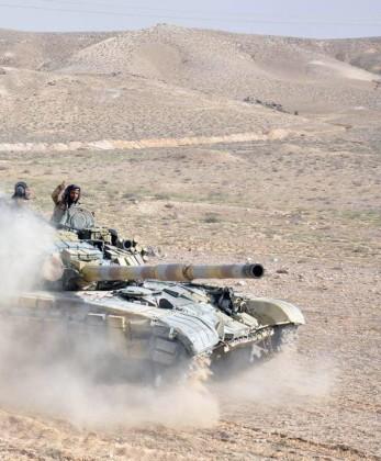 Video + Ảnh: Quân đội Syria đánh vào trung tâm thành phố Palmyra ảnh 13