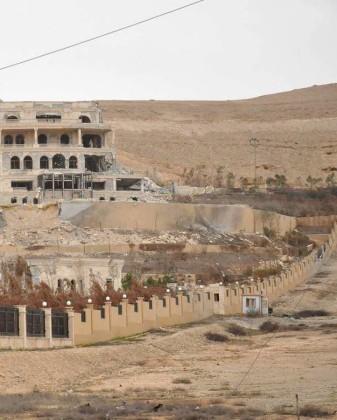 Video + Ảnh: Quân đội Syria đánh vào trung tâm thành phố Palmyra ảnh 15