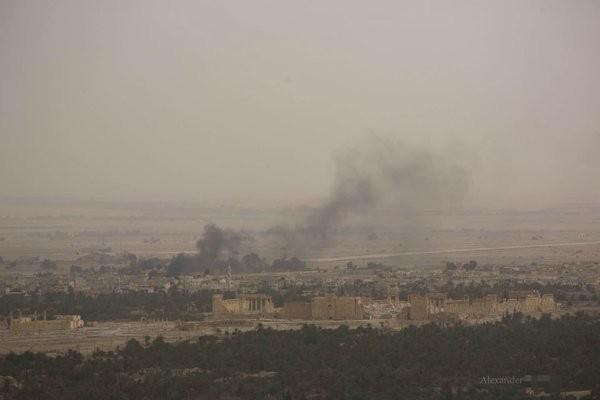 Video + Ảnh: Ác liệt trận chiến giành thành phố cổ Palmyra ảnh 11