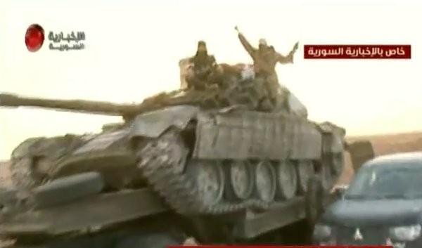 Video + Ảnh: Ác liệt trận chiến giành thành phố cổ Palmyra ảnh 25