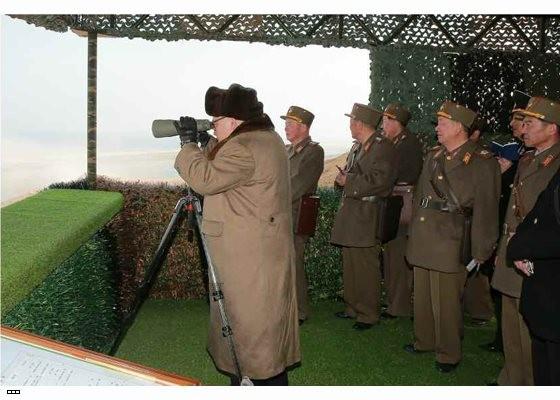 Cận cảnh uy lực pháo binh của Quân đội Nhân dân Triều Tiên trong diễn tập ảnh 12
