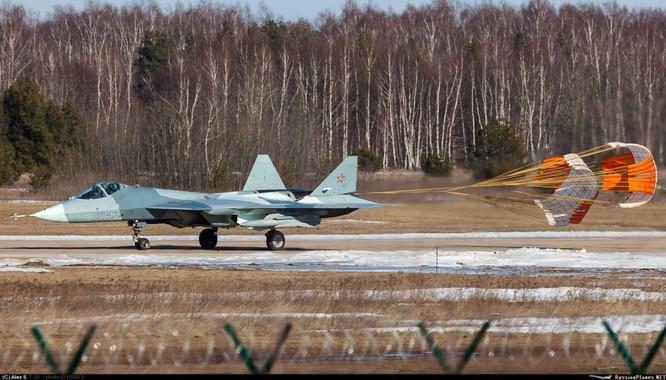 Siêu tiêu kích T-50 thủ nghiệm mang vũ khí tấn công ảnh 3