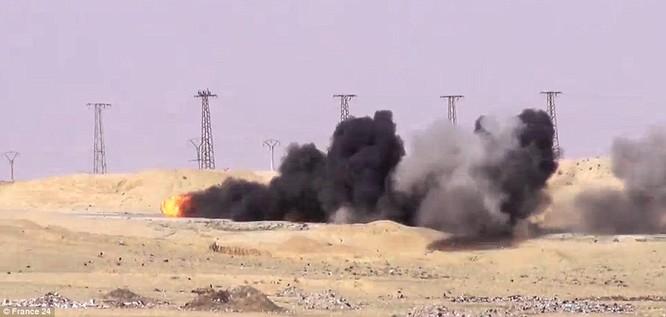 """Video: Xem tên lửa Javelin """"thiêu"""" xe bom cảm tử của IS tại Syria ảnh 1"""