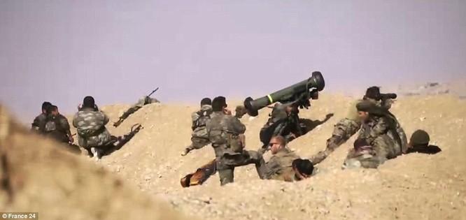 """Video: Xem tên lửa Javelin """"thiêu"""" xe bom cảm tử của IS tại Syria ảnh 3"""