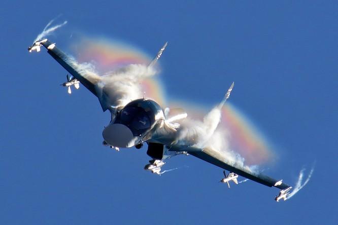 """Việt Nam sẽ tấn công """"phẫu thuật"""" với """"thú mỏ vịt"""" Su-34 ảnh 9"""