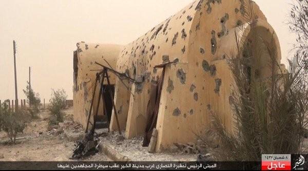 IS phá hoại cả nghĩa trang người Công giáo ở Deir Ezzor ảnh 3