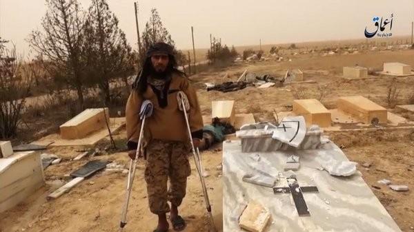 IS phá hoại cả nghĩa trang người Công giáo ở Deir Ezzor ảnh 4