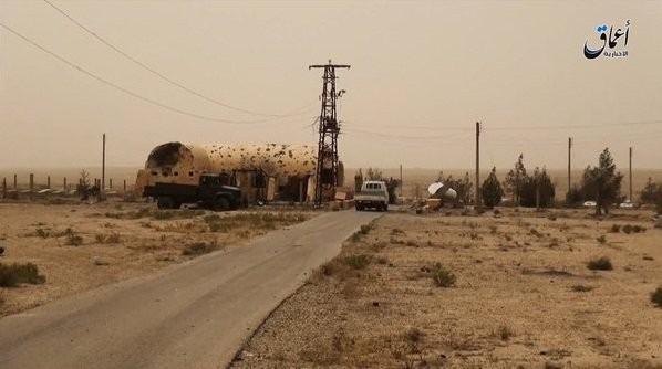 IS phá hoại cả nghĩa trang người Công giáo ở Deir Ezzor ảnh 1