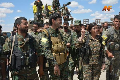 Video: Lực lượng Dân chủ Syria SDF triển khai tấn công Raqqa ảnh 2