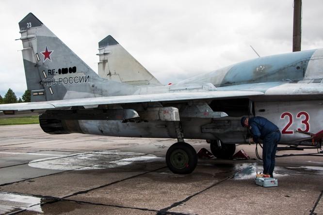 Video: Cận cảnh máy bay tim kích MiG-29UMT Nga huấn luyện ảnh 4