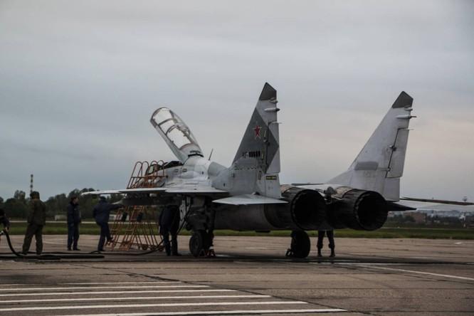 Video: Cận cảnh máy bay tim kích MiG-29UMT Nga huấn luyện ảnh 11