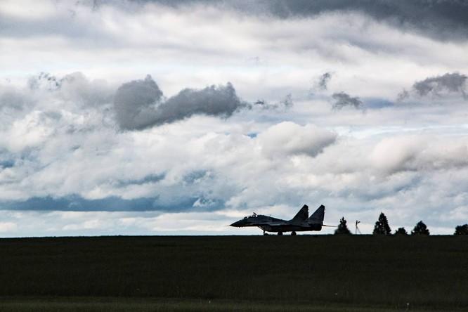 Video: Cận cảnh máy bay tim kích MiG-29UMT Nga huấn luyện ảnh 12
