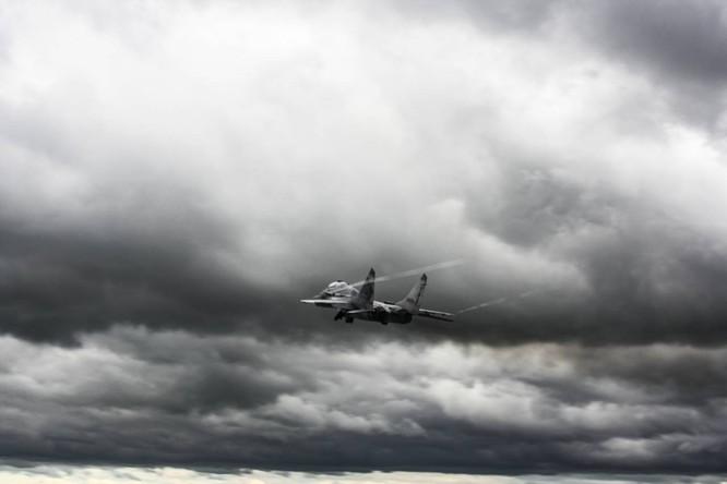 Video: Cận cảnh máy bay tim kích MiG-29UMT Nga huấn luyện ảnh 17