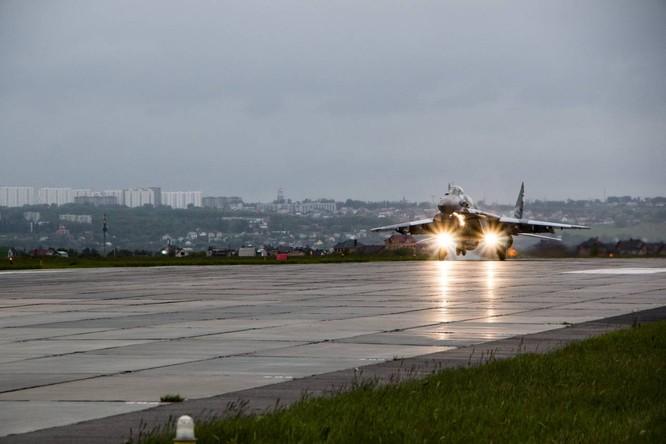 Video: Cận cảnh máy bay tim kích MiG-29UMT Nga huấn luyện ảnh 19