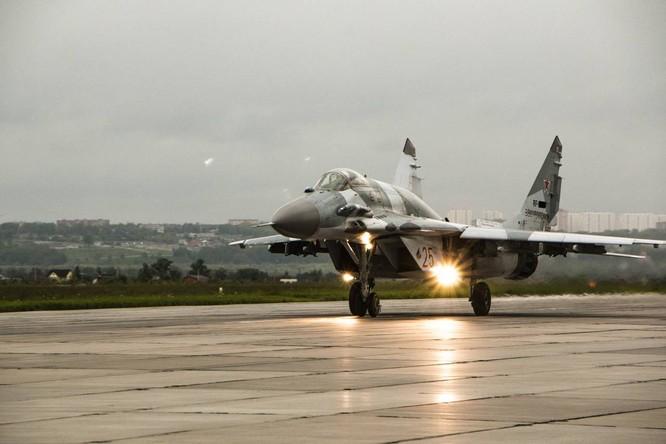Video: Cận cảnh máy bay tim kích MiG-29UMT Nga huấn luyện ảnh 20