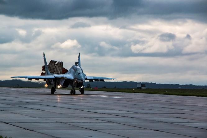 Video: Cận cảnh máy bay tim kích MiG-29UMT Nga huấn luyện ảnh 21