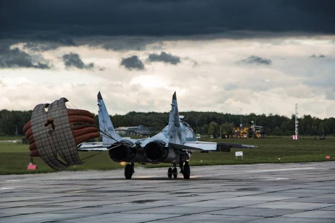 Video: Cận cảnh máy bay tim kích MiG-29UMT Nga huấn luyện ảnh 22