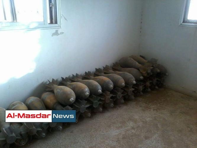 Lính thủy đánh bộ Syria thu giữ một kho vũ khí lớn của IS ảnh 2