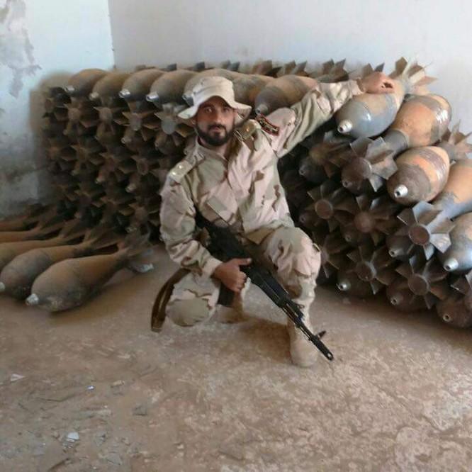 Lính thủy đánh bộ Syria thu giữ một kho vũ khí lớn của IS ảnh 3