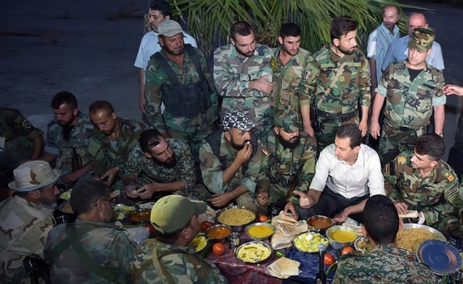 Video: Tổng thống Syria Al Assad thăm chiến trường Đông Ghouta – Damascus ảnh 2