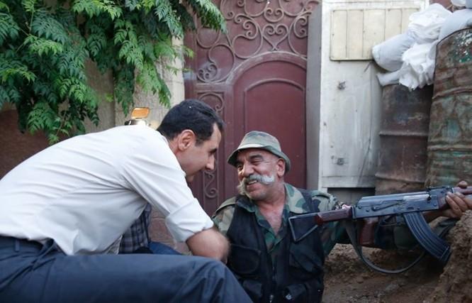 Video: Tổng thống Syria Al Assad thăm chiến trường Đông Ghouta – Damascus ảnh 6