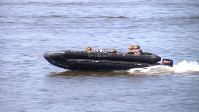 Video: Lực lượng công binh Nga dũng mãnh vượt sông Oka ảnh 2