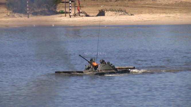 Video: Lực lượng công binh Nga dũng mãnh vượt sông Oka ảnh 4