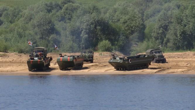 Video: Lực lượng công binh Nga dũng mãnh vượt sông Oka ảnh 5