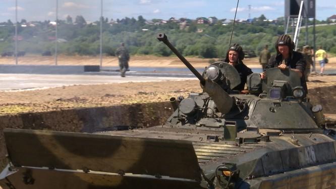 Video: Lực lượng công binh Nga dũng mãnh vượt sông Oka ảnh 7