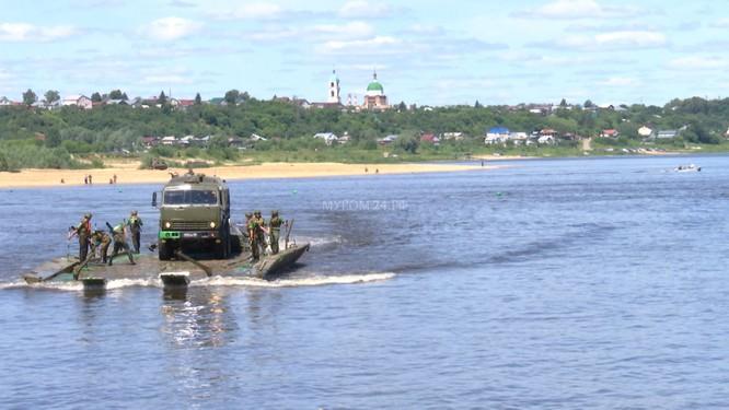 Video: Lực lượng công binh Nga dũng mãnh vượt sông Oka ảnh 8