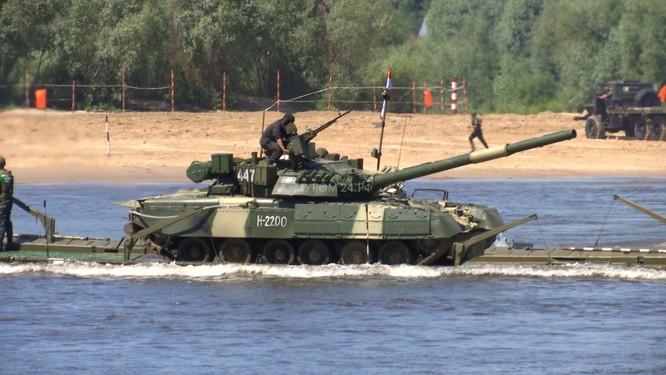 Video: Lực lượng công binh Nga dũng mãnh vượt sông Oka ảnh 11