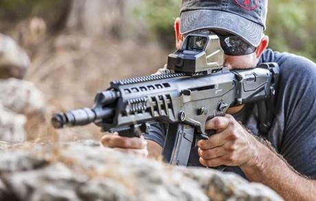 Súng trường tấn công AK Alpha - phiên bản Kalashnikov USA (Video) ảnh 1