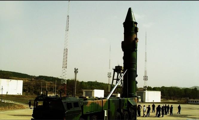 Tên lửa DF-21 được Trung Quốc khoe là