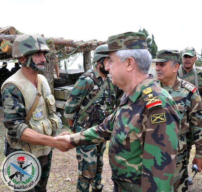 Tổng tham mưu trưởng quân đội Syria thanh tra và chỉ đạo cuộc phản công ở Bắc Latakia ảnh 1