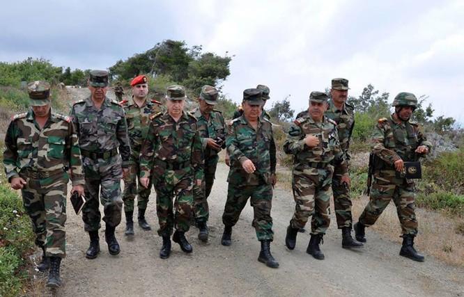 Tổng tham mưu trưởng quân đội Syria thanh tra và chỉ đạo cuộc phản công ở Bắc Latakia ảnh 4